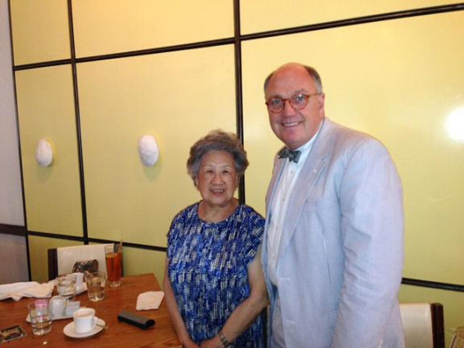Ms. Chen and Dean for Medical Education Stephen Ray Mitchell on a recent visit.