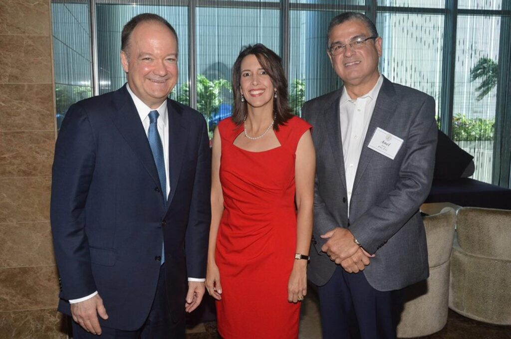 President DeGioia joined members of the Georgetown Club of Panama, including Gladys Navarro de Gerbaud (B'94), club president, and Anel Flores (B'91, Parent'15,'19) to celebrate the creation of the Bridge of the Americas Endowed Scholarship Fund.